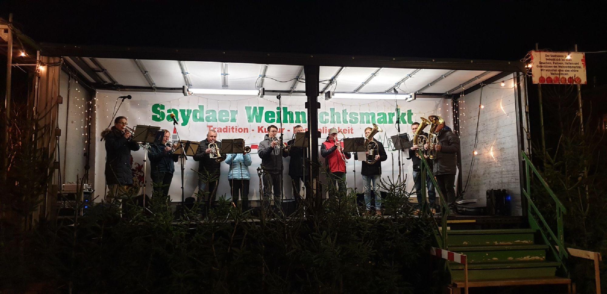 Bühne auf dem Weihnachtsmarkt in Sayda
