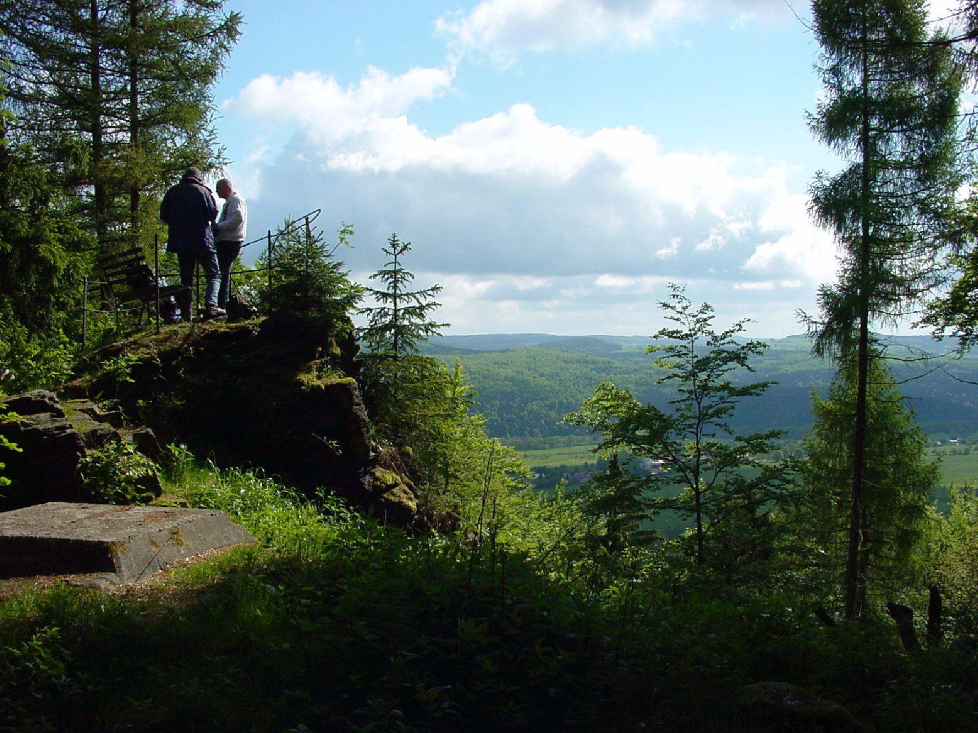 Aussichtsfelsen auf dem Weg ins Natzschungtal